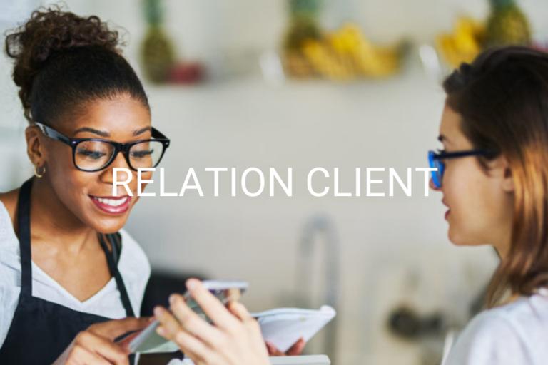 Relation client réussi et satisfaction après achat sur téléphone